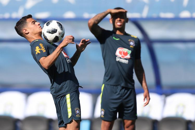 Philippe Coutinho (E) e Gabriel Jesus estiveram na equipe titular testada por Tite nesta quarta - Foto: Lucas Figueiredo (CBF) l Divulgação