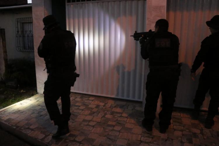 Policiais iniciaram a ação na madrugada desta quinta, 14 | Foto: Alberto Maraux | SSP-BA