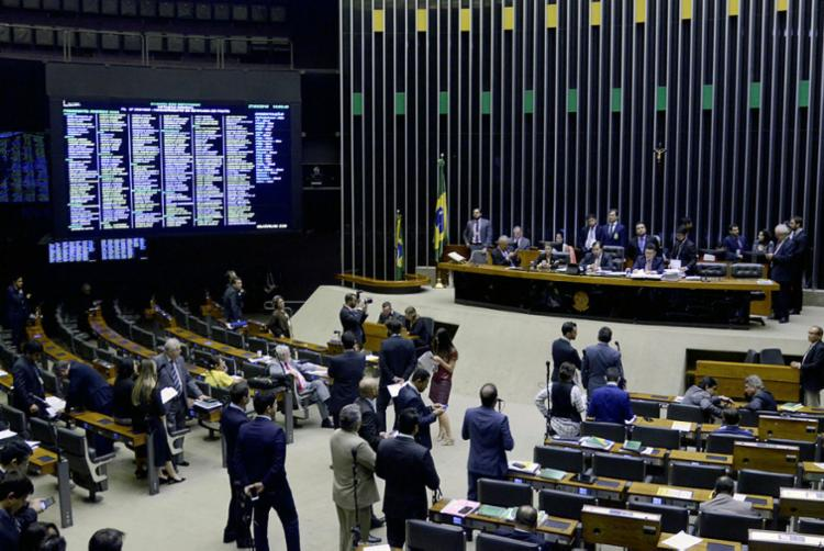 Todos tiveram que passar por rigoroso processo de revista, para evitar um novo incidente - Foto: Wilson Dias | Agência Brasil
