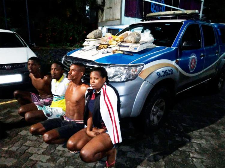 Suspeitos tentaram fugir de abordagem mas foram capturados por policiais militares - Foto: Divulgação   SSP-BA