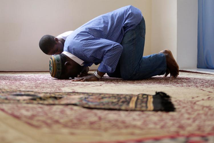 Solenidade reúne religiosos no Centro Cultural Islâmico da Bahia - Foto: Raul Spinassé | Ag. A Tarde