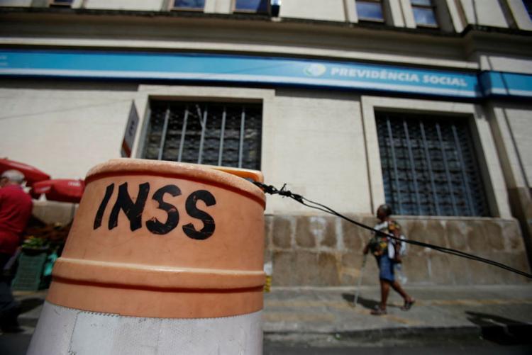Para 76% dos brasileiros o INSS é a principal fonte de renda na fase de aposentadoria - Foto: Raul Spinassé | Ag. A TARDE