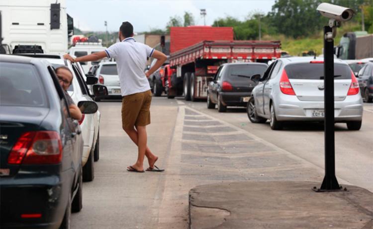 Com trânsito intenso, motoristas enfrentaram longa espera nas rodovias - Foto: Luciano Carcará | Ag. A TARDE