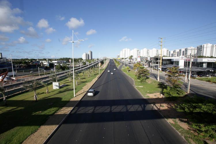 A tendência é que o trânsito continue sem intensidade até o fim do feriado - Foto: Adilton Venegeroles | Ag. A Tarde