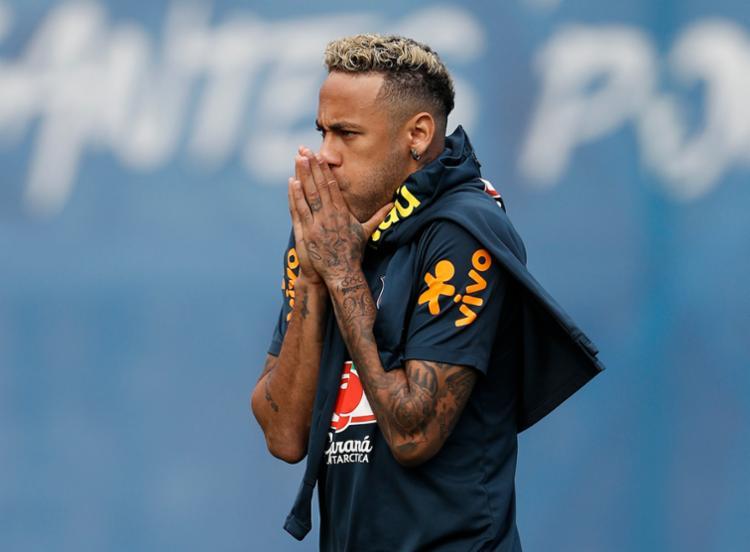 Neymar voltou ao campo e participou normalmente da atividade comandada por Tite - Foto: AFP