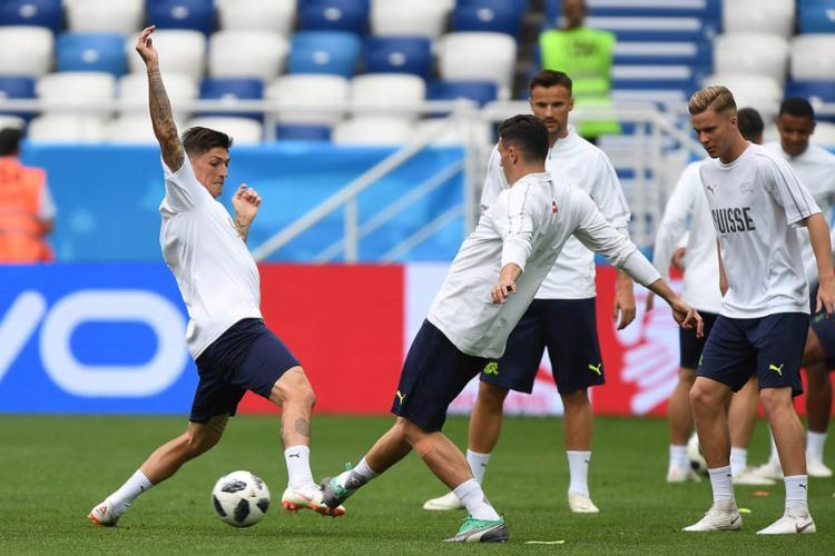 Contra a Sérvia, a Suíça precisa pontuar para manter as esperanças de classificação - Foto: Attila Kisbenedek | AFP