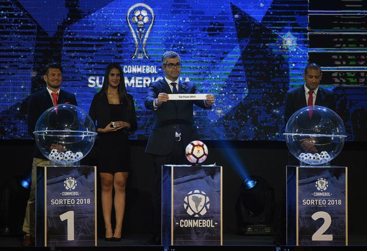 O sorteio foi realizado na cidade de Luque, no Paraguai, nesta segunda-feira - Foto: Norberto Duarte l AFP