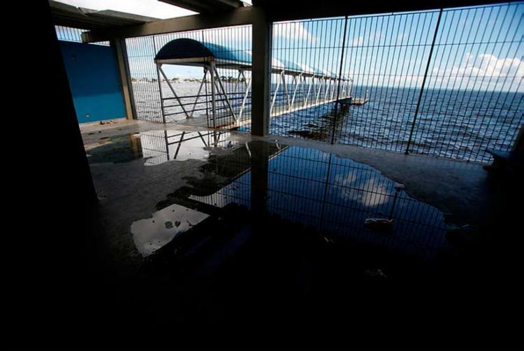 Terminal abandonado no bairro de Plataforma, no subúrbio - Foto: Raul Spinassé | Ag. A TARDE