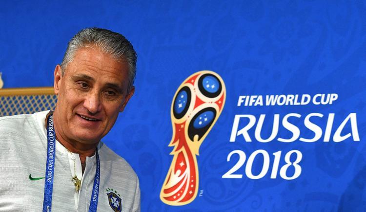 O comandante da Seleção Brasileira sorriu durante toda entrevista - Foto: Yuri Kadobnov l AFP