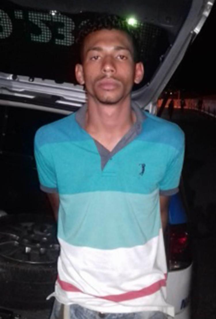 A polícia apreendeu um revólver e drogas com Lucas - Foto: Divulgação | SSP-BA