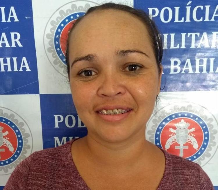 Caticiane não se intimidou com a prisão e sorriu para a foto - Foto: Divulgação | SSP-BA