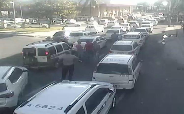 Carreata segue próxima ao supermercado Bompreço - Foto: SSP | Divulgação