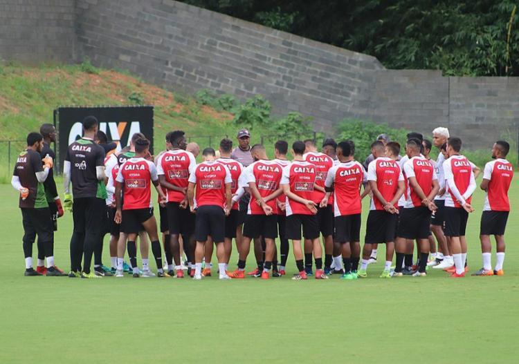 Elenco do Vitória busca triunfo para garantir o time fora do Z-4 na pausa para a Copa do Mundo - Foto: Maurícia da Matta l EC Vitória