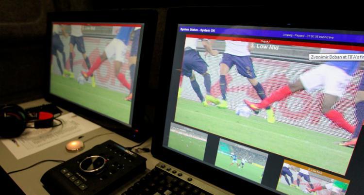 O árbitro de vídeo ameaça virar o protagonista da competição - Foto: Reprodução   FIFA
