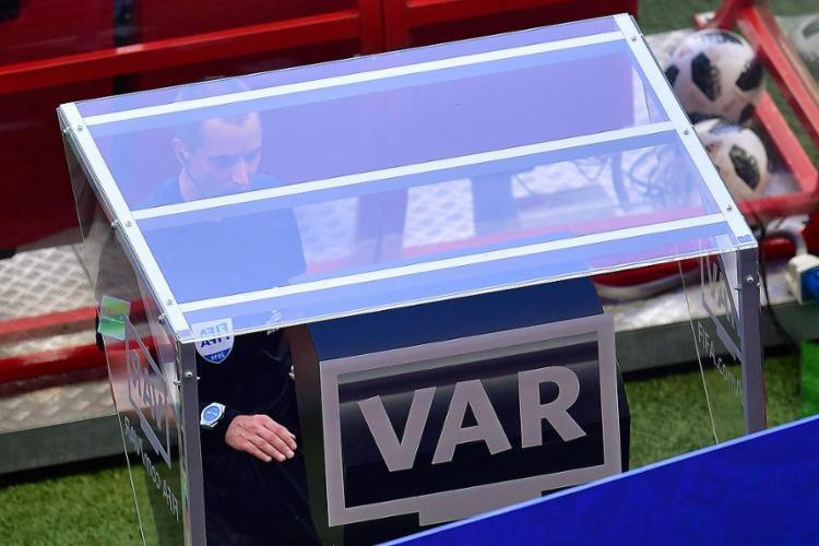 Auxílio de vídeo foi usado pelos árbitros para modificar decisões em 20 lances - Foto: Luis Acosta l AFP