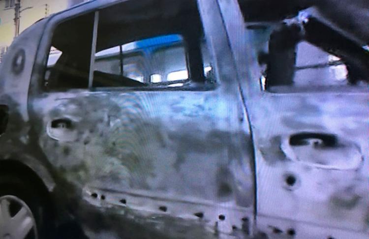 Veículo foi levado por um guincho da Transalvador - Foto: Reprodução | TV Record