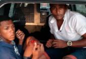 Dupla é detida após roubar pedestres em frente a condomínio no Trobogy | Foto: SSP-BA | Divulgação