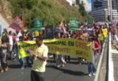 Servidores da educação protestam com caminhada na avenida Garibaldi | Foto: Divulgação