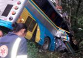 Três pessoas morrem após ônibus cair em ribanceira na Bahia   Reprodução   Ilhéus Notícias