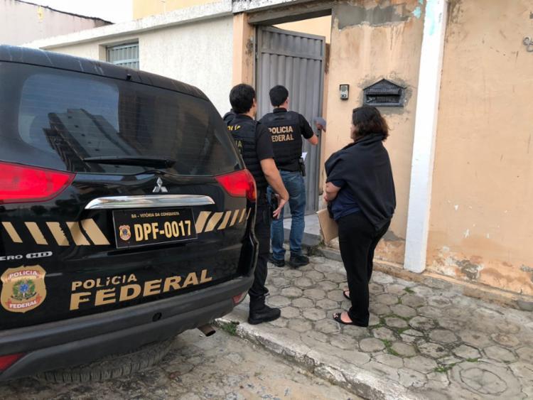 Policiais iniciaram as buscas nesta terça-feira, 24