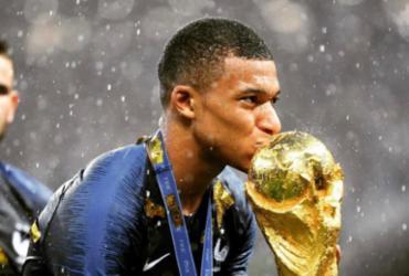 Mbappé lidera a jovem seleção francesa ao título   Reprodução   Twitter