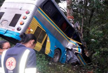 Três pessoas morrem após ônibus cair em ribanceira no Sul da Bahia | Reprodução | Ilhéus Notícias