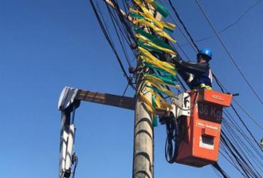 Mais de uma tonelada de cabos telefônicos ilegais são retirados no Imbuí   Divulgação   Coelba