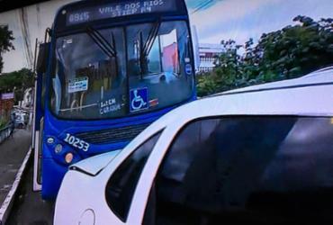 Motorista perde controle de ônibus e arrasta três carros na Federação | Reprodução | TV Record