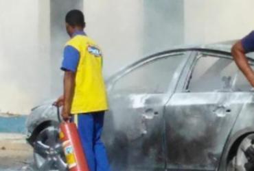 Carro pega fogo em pátio de posto de combustível em Itabela | Reprodução | Cidadão Reporter