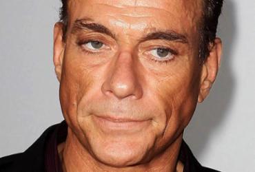 Jean-Claude Van Damme é criticado por comentários machistas em programa francês | Reprodução l YouTube