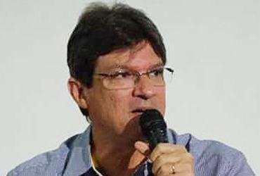 Historiador lança livro sobre impeachment de Dilma Rousseff nesta sexta   Divulgação