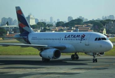 Latam cria 905 voos extras para temporada de férias de julho | Joá Souza | Ag. A TARDE | 11.02.2017