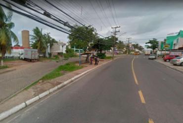 Jovem de 23 anos é morto a tiros em frente a faculdade no Imbuí   Reprodução   Google Street View
