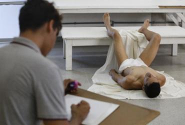 Modelos vivos superam frio, dores e olhares curiosos em prol da arte | Luciano Carcará / Ag. A TARDE