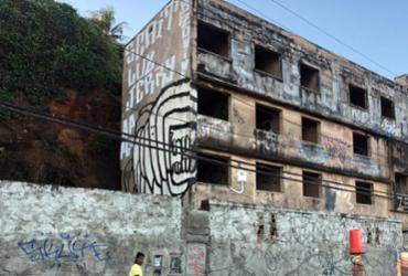 Prédio abandonado no bairro de Ondina gera transtornos para moradores | Lorena Murici | Ag. ATarde