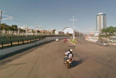 Remoção de passarela causa interdição na Avenida Tancredo Neves   Reprodução   Google Maps