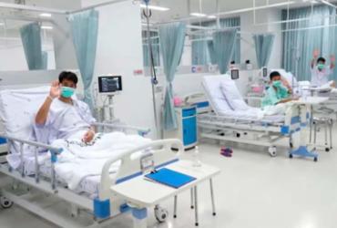 Meninos da caverna tailandesa vão receber alta na quinta-feira | AFP