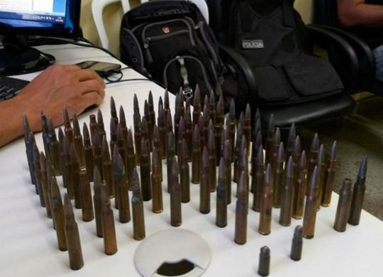 Suspeitos são flagrados com munições de fuzil no subúrbio ferroviário   Da Redação