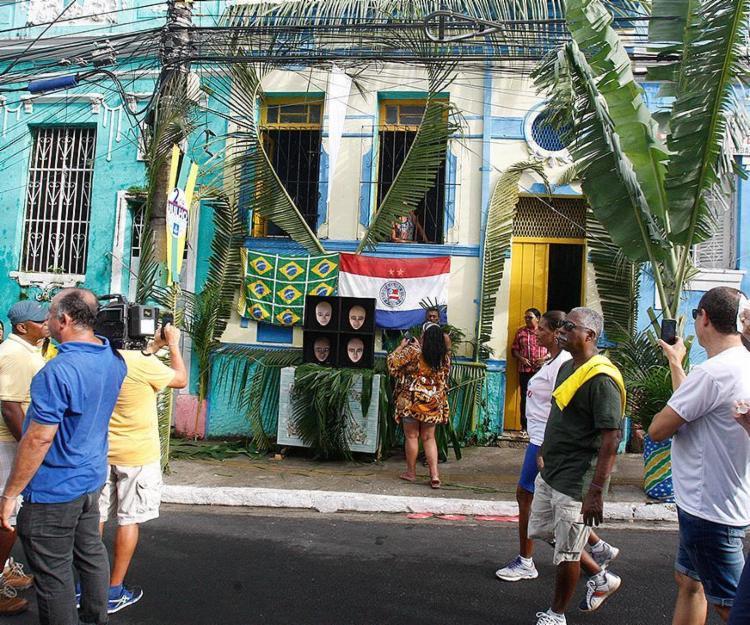 Alguns moradores uniram a data cívica e a Copa - Foto: Luciano da Matta l Ag. A TARDE