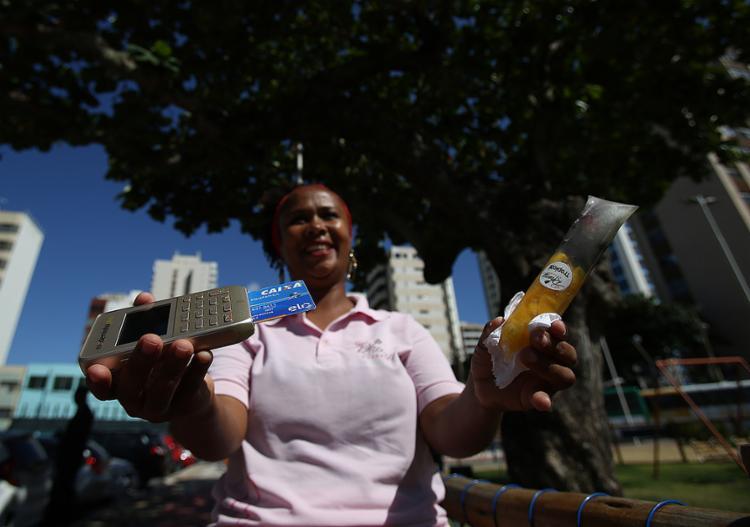 """Vendedora de 'geladinho', Renilda Nascimento deixou de """"perder venda"""" com alunos de escola"""