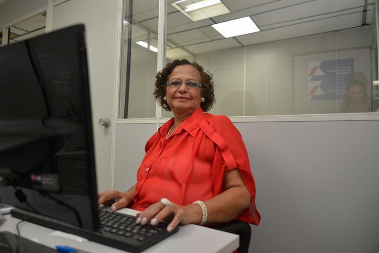 """Já aposentada, a secretária Lucenia Santos trabalha na SPM e ainda faz """"bicos"""" com feijoada (Foto: Shirley Stolze l Ag. A TARDE"""