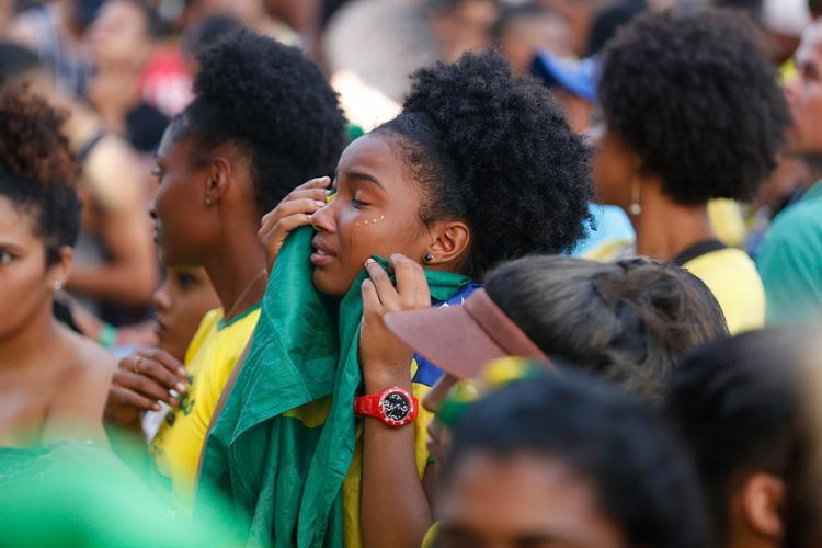 Baianos que foram ao Farol sofreram, espernearam e acabaram indo para casa chorando após a derrota da Amarelinha