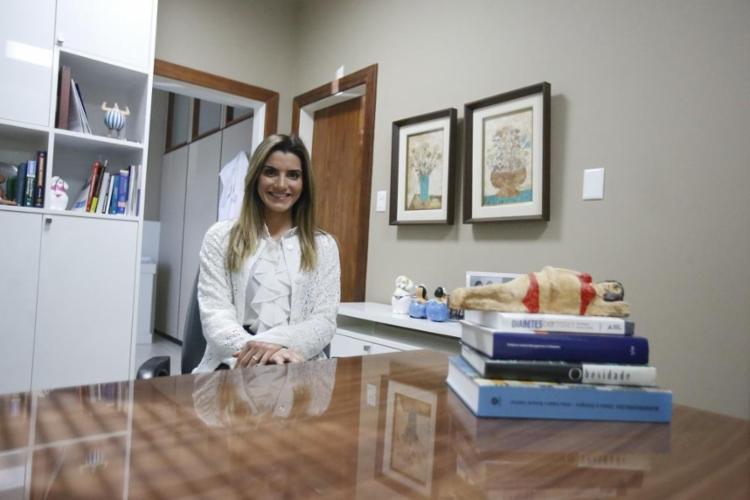A endocrinologista Patrícia Salles defende que é mito a associação entre terapia hormonal e câncer de mama - Foto: Luciano Carcará / Ag. A TARDE
