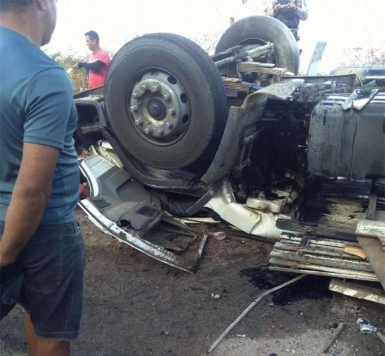 Pai conduzia caminhão carregado de cimento - Foto: Reprodução | Portal Casa Nova