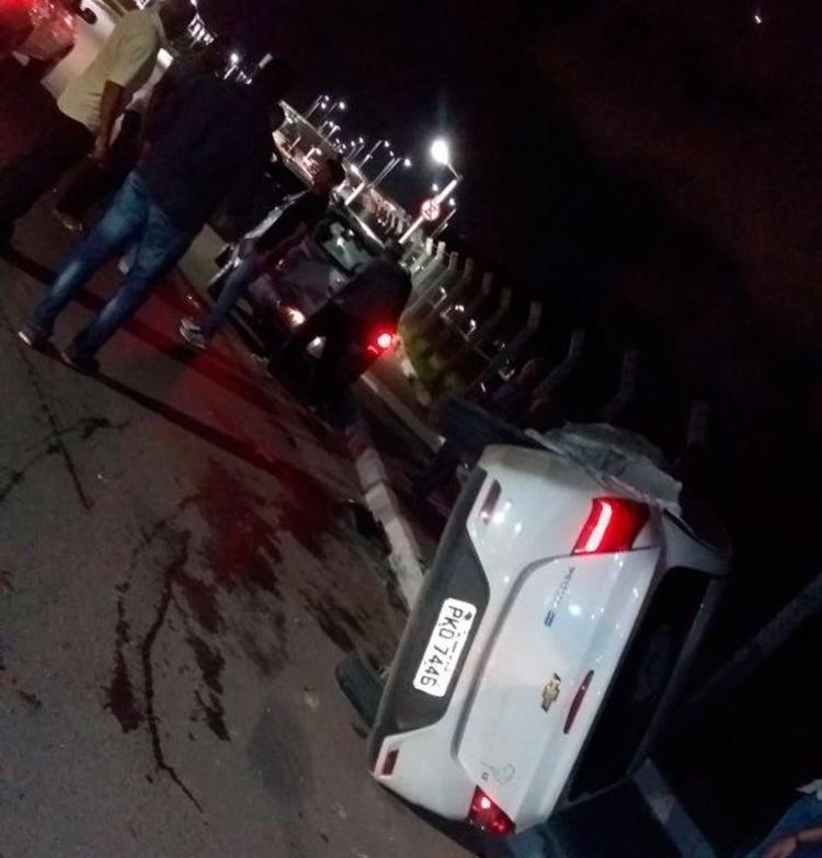 No capotamento, veículo foi parar no escanteio - Foto: Divugação