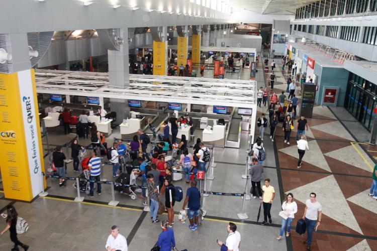Passageiros passaram a madrugada no aeroporto - Foto: Luciano da Matta | Ag. A TARDE | 29.06.2018