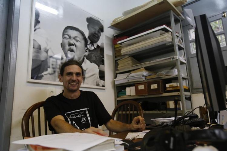 O francês Alex Baradel é responsável pelo acervo da Fundação Pierre Verger, criada há 30 anos - Foto: Margarida Neide / Ag. A TARDE
