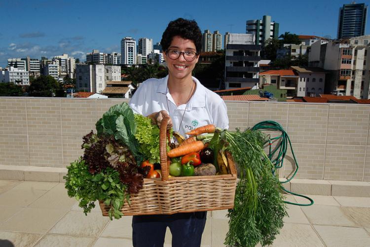 Aline Nogueira é uma das sócias do Pomar Club, que faz entrega de produtos orgânicos - Foto: Luciano da Matta l Ag. A TARDE