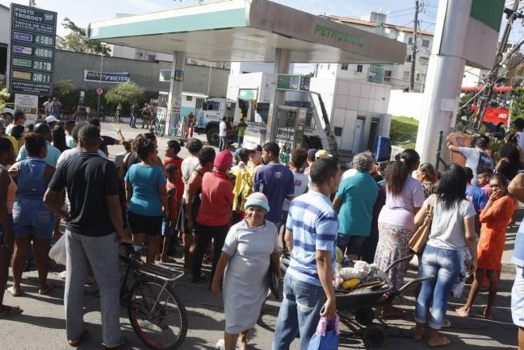 Atropelamento foi causado por um caminhão desgovernado na avenida Aliomar Baleeiro - Foto: Luciano da Matta | Ag. A TARDE