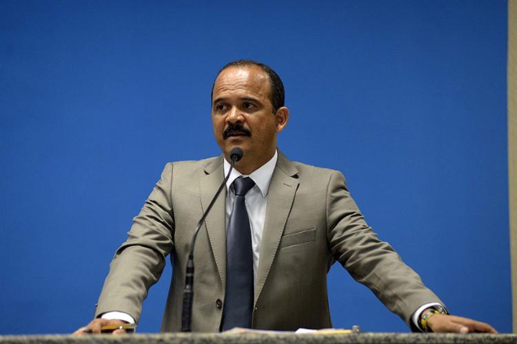 A acusação que pesa contra Antônio Elinaldo (DEM) é de contravenção de jogos de azar, em 2015 - Foto: Angelo Pontes l Divulgação